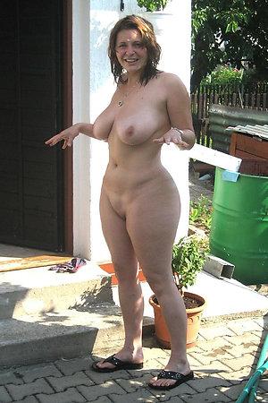 Nudist moms rendering a undressed gardening